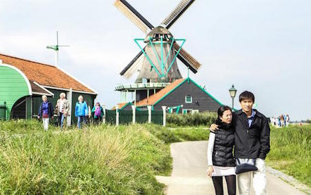 Chinese Toeristen overspoelen Nederland (Radio 2, 2013)
